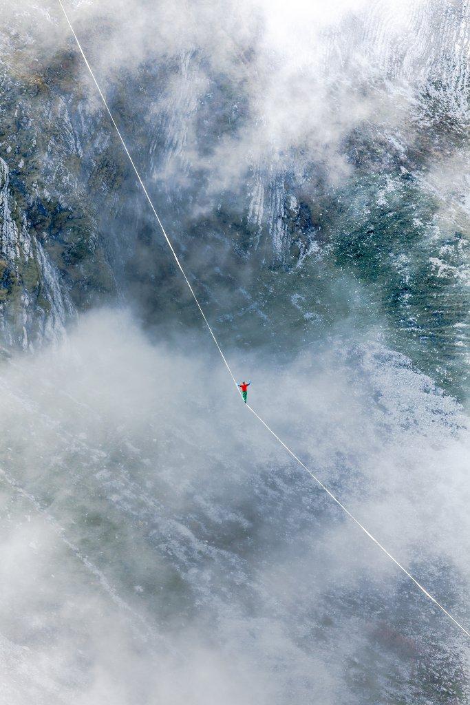 Slackliner beim Highline Extreme Moleson 2019 Stefan Schradin Schweiz, Moleson