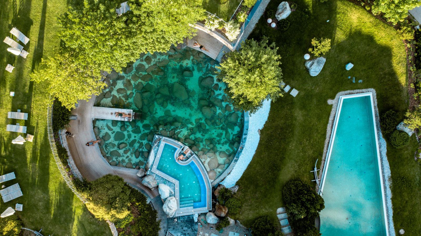 """Das """"unendlich umfangreiche Angebot, um aktiv zu sein und fit zu werden"""" war den Fachjuroren die Auszeichnung mit der Wellness Aphrodite 2020 in der Kategorie """"Fitness & Sport"""" für das Hotel Jungbrunn im Tannheimer Tal wert. Bildnachweis: Hotel Jungbrunn, Tannheim/Tirol"""
