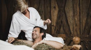 Spa Behandlung im Heubett (PHOTOPRESS/Loewen Hotel Montafon/Christoph Schoech)
