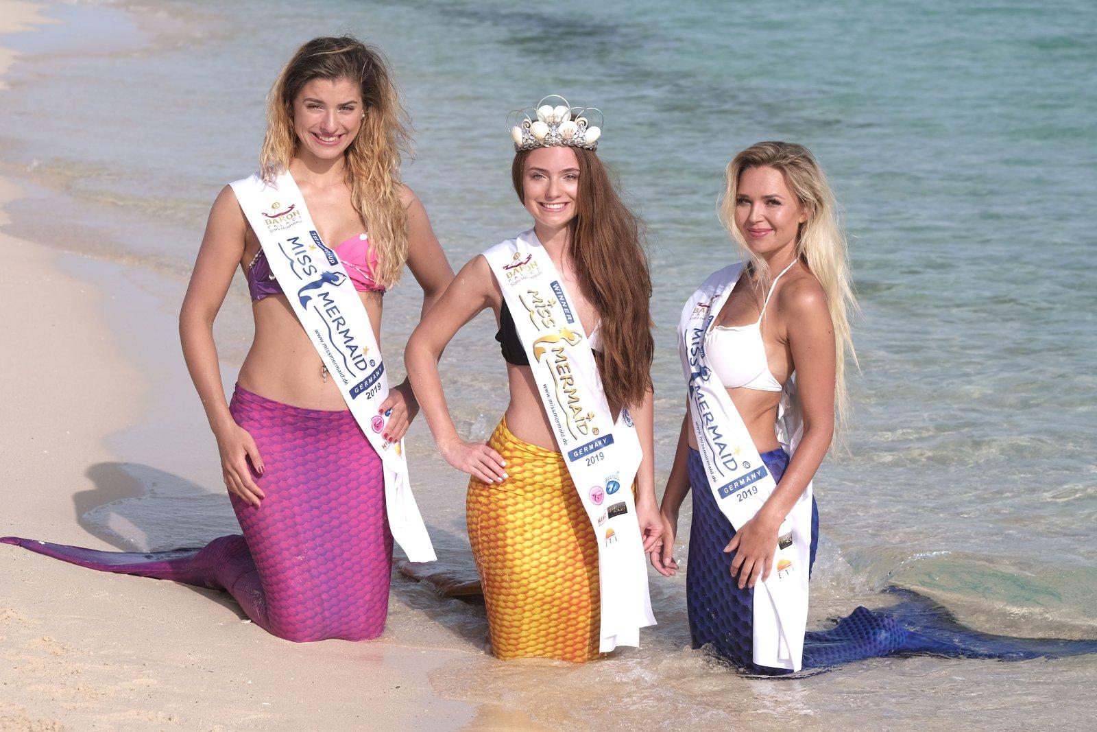 Miss Mermaid International 2019 Winner Yanella Elledy Peru. Left 1st runner-up Jacyielle Furtado, Brazil. 2nd runner-up - Adrienne Wilson, Hawaii