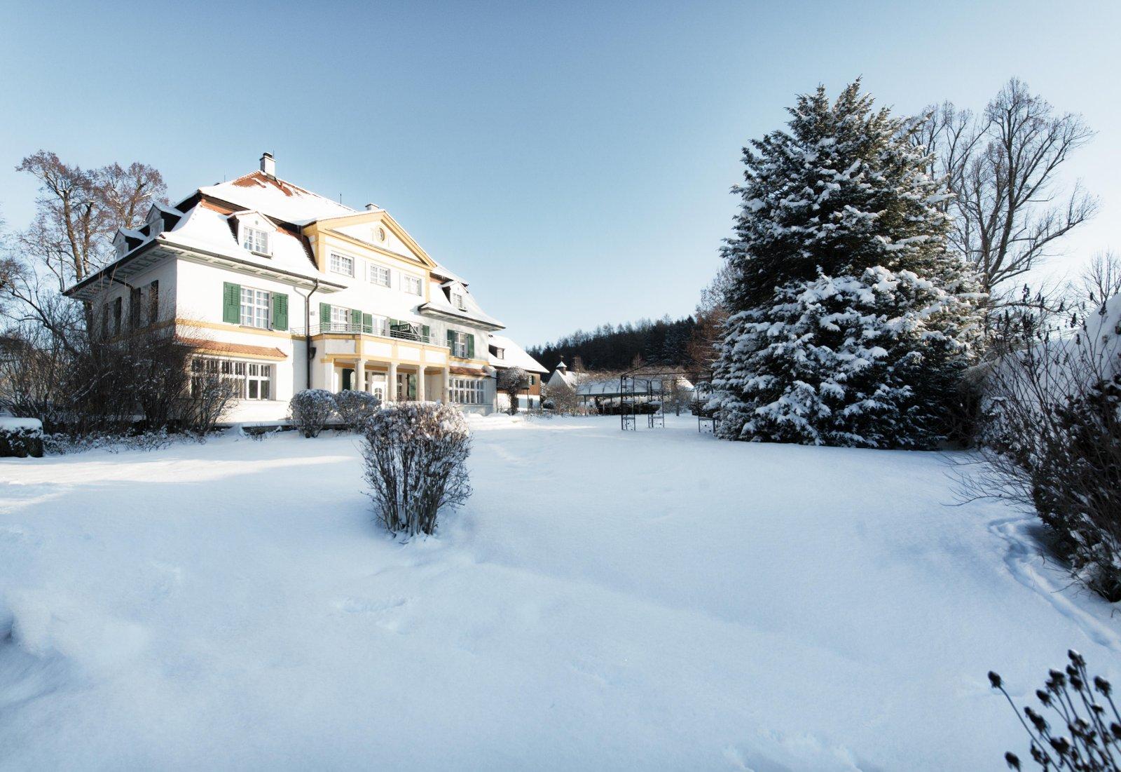 Entspannt und in Ruhe rutschen Gäste im Schlossgut Oberambach nahe München ins neue Jahr. Bildnachweis: Biohotel Schlossgut Oberambach/Robert Kittel