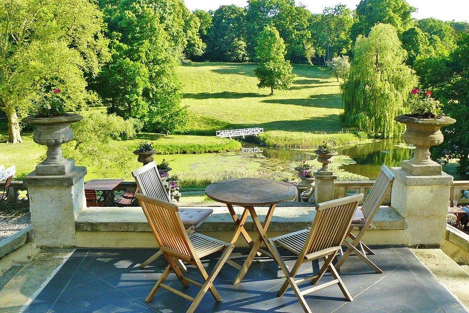 Wellness - die Terrasse als Ruheoase