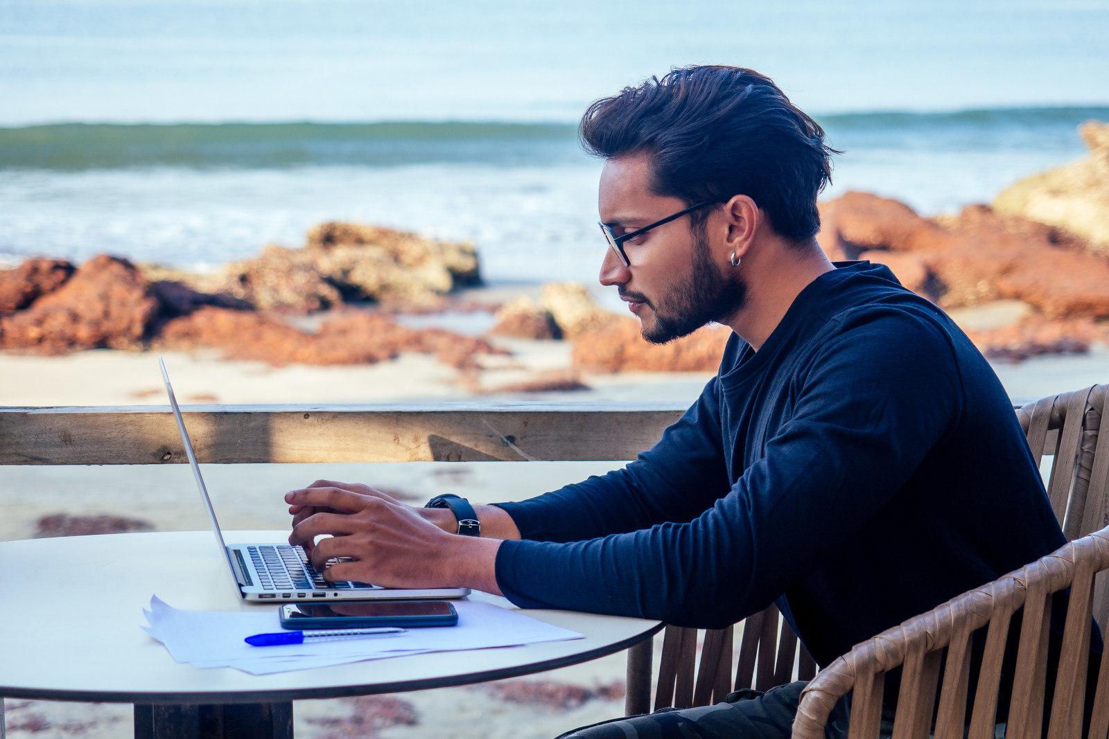 Workation mit Holiday Extras – Arbeit und Reisen verbinden