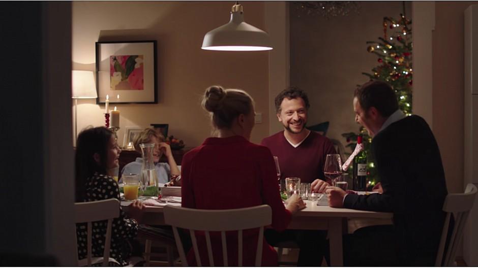 mit ikea schweiz gegen die einsamkeit an weihnachten wellnessino. Black Bedroom Furniture Sets. Home Design Ideas