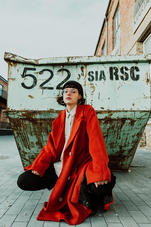 """Wut & Voyeurismus: C'est Karma veröffentlicht neue Single """"Pool Party"""" inkl. Video"""