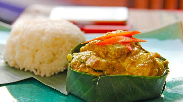 Amok (haa mok trəy) ist ein kambodschanisches Fischcurry mit Kokoscreme, das als ein Nationalgericht gilt.