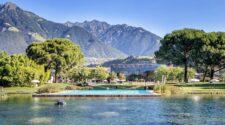 Die Therme Meran ist die berühmteste ihrer Art in Südtirol, unter anderem dank dem markanten, 48 mal 48 Meter großen Glaskubus. Dieser beherbergt im Inneren 15 verschiedene Pools Bildnachweis: Therme Meran/Alfred Tschager